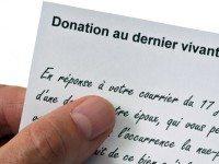 La donation avec réserve d'usufruit réversible au profit du conjoint.
